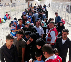 Turkey deports Syrian refugees to Idlib during airstrikes