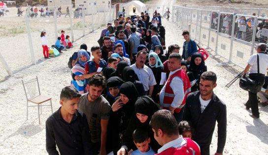 Turkey deports Syrian refugees to Idlib during airstrikes