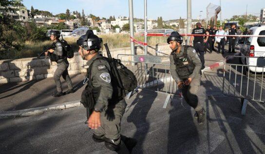 Israeli Occupation Assaults, Arrests Palestinians in Damascus Gate