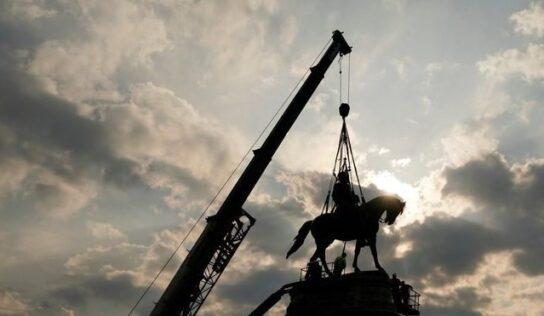 Trump Denounces Removal of Robert Lee Confederate Statue