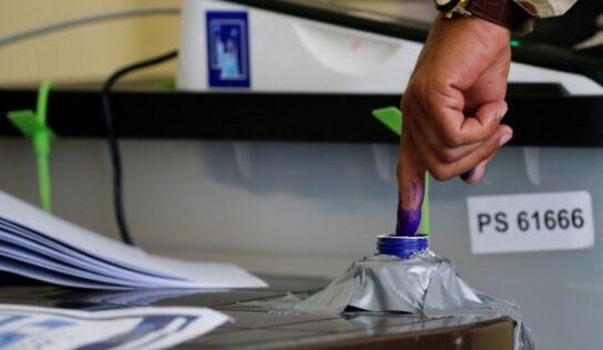 Iraqi Legislative Polls Close .