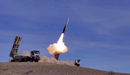 Iran's Armed Forces smash medium-altitude targets during major drills .