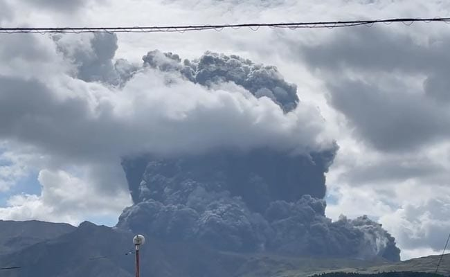 Japan's Mount Aso Erupts, Spewing Volcanic Ash 3,500 Meters into the Sky